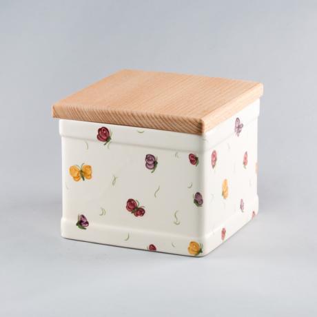 sutis-doboz-pillangos