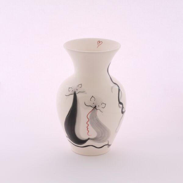 Váza cicás